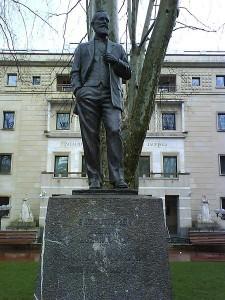 estatua-de-Sabino_Arana
